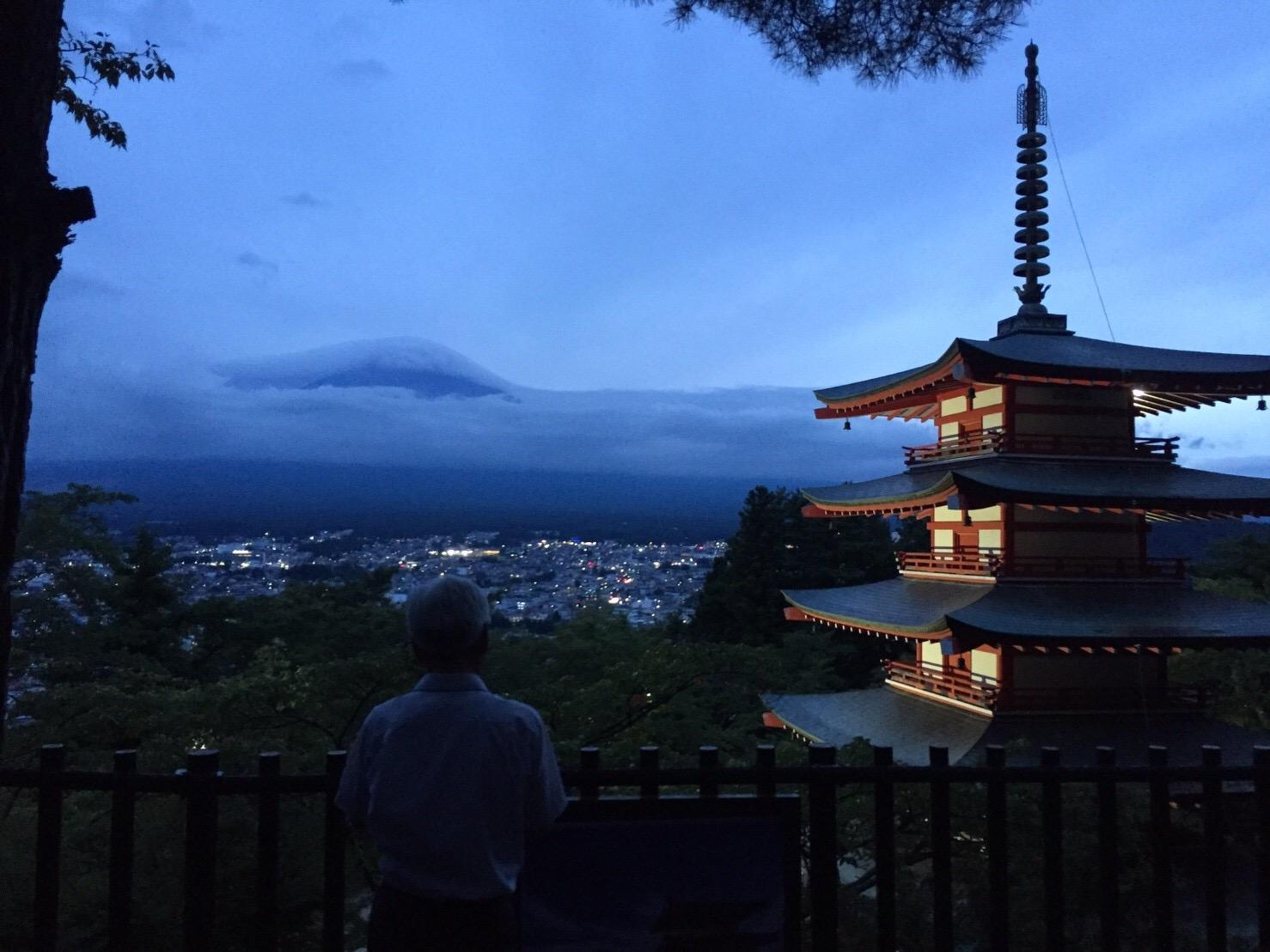 夜の忠霊塔&富士吉田市の夜景