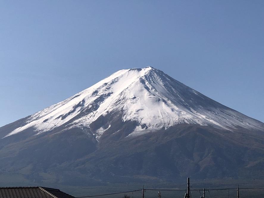 富士山が雪化粧しました