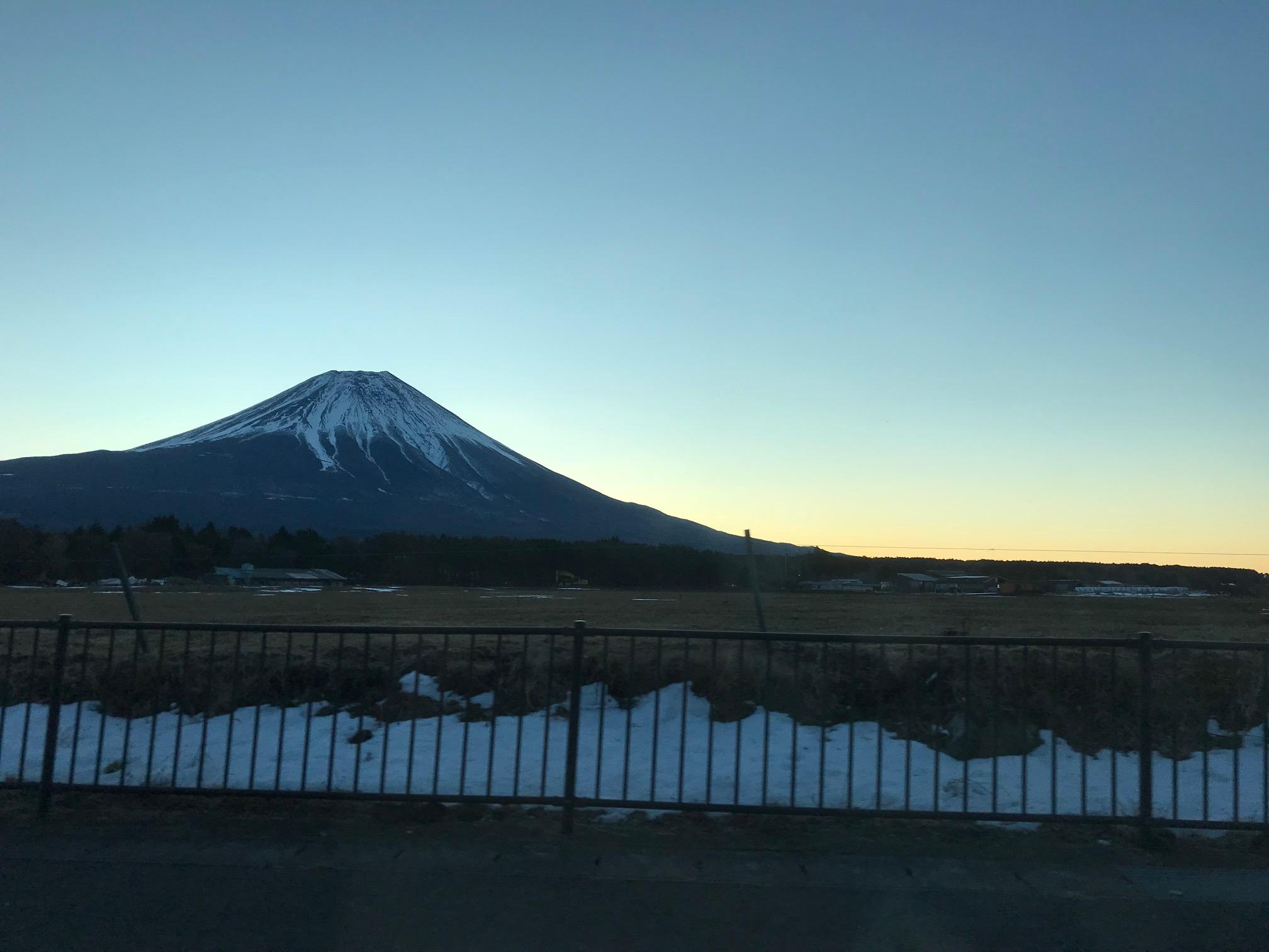 朝霧(あさぎり)からの富士山